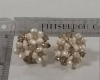 10%OFF3DAYSALE Star brand Goldtone and white plastic screwback earrings