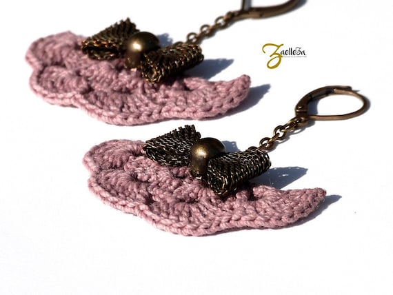 Pink crochet bow metal fan earrings bronze NODI - Boho wedding jewelry / hippie chic