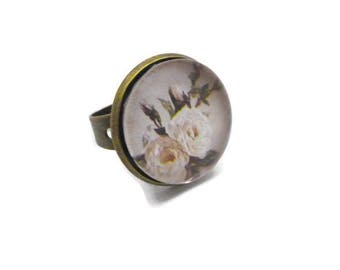 Ring round cabochon beige flowers picture