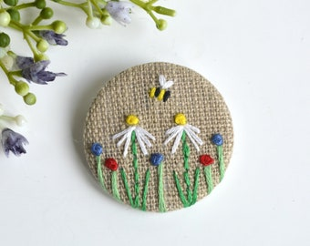 Flower badge, flower pin,  flower brooch, daisy pin, embroidered flowers,  daisy brooch, daisy badge, bee pin, bee brooch, mother's day gift