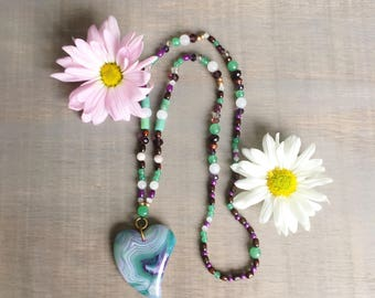 Agate pendant beaded necklace