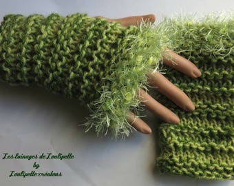 Almond green ruffles gloves