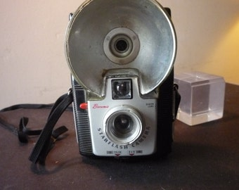 Vintage - Kodak Starflash Camera - Mint condition - 1960s Collectible - gift for camera lovers - gift for photographers retro decor