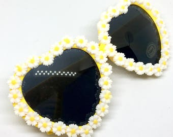 Daisy Chain Heart Shaped Sunglasses - Bright Sunny Floral Sunnies Rimmed In Daisies - Hippie Chic Summer Fashion