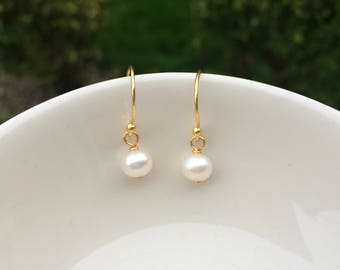 14K Gold Fill Tiny Freshwater pearl drop earrings small pearl bridal earring simple pearl bridesmaid earring wedding jewelry