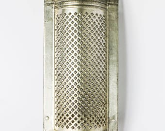 Vintage kitchen grater - Perfect 60s 70s utensil for cooking and baking - Curved handle and feet cheese rasp