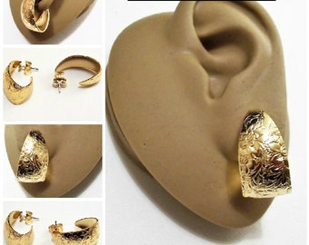 Avon Flower Imprinted Hoop Pierced Stud Earrings Gold Tone Vintage 1992 Floral Etched Surgical Steel Post Curved Open End Wide Band