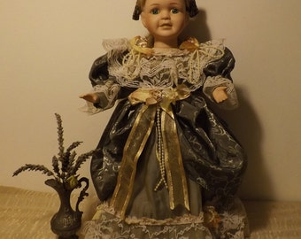Very beautiful antique doll head, hands and feet porcelain Collection MOUNTASER 1996
