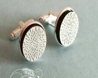 "Pretty pair of cufflinks ""Frozen"" silver metal and cabochons wood hand-painted"