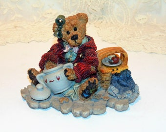 Vintage Boyds Bear Figurine, The Cookie Queen, Velma Q. Berriweather, Private Issue 1997, Collectors Edition, Resin Figurine, Bear Statue