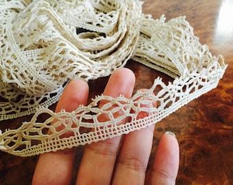 Vintage Tudor lace yardage - Elizabethan style 1 inch lace for ruffs.