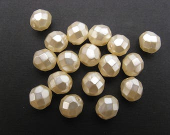 Faceted 8 mm: 10 beads pearl cream Bohemian