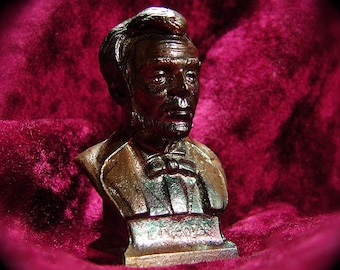 Small Bust of Abraham Lincolns Head made of potmetal and copper plated