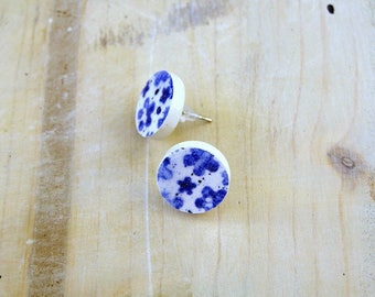 small blue and white stud earrings-ceramic round earrings with blue flowers decoration-hypoallergenic stud earrings