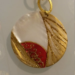 Hand made necklace, Mother-of-Pearl necklace,red necklace,painted with hand necklace,hand crafts necklace,pendants necklace,round necklace