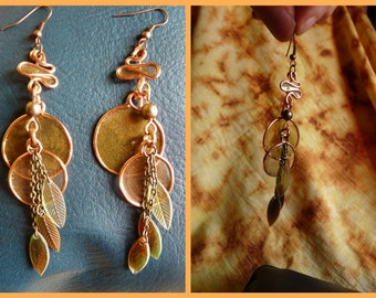 Wind earrings between the leaves, eco resin and copper wire