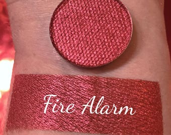 FIRE ALARM - Pressed Pigment Eyeshadow - Red with warm undertones