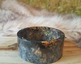 Black and Pearly White Resin Cuff Bangle