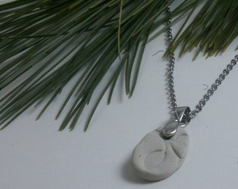 Essential oil clay diffuser necklace, nature-inspired, minimalist design, leaf stamp