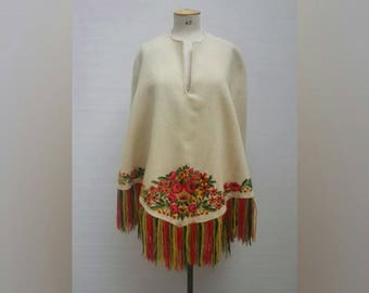 VINTAGE 70s floral embroidered ecru wool poncho