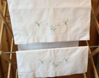 Embroidered pillow cases, vintage pillow cases, vintage embroidery, vintage linens, edelweiss flowers, white flowers, white embroidery