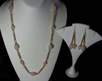 A Beautiful Rose Quartz Necklace and Earrings. (2017202)