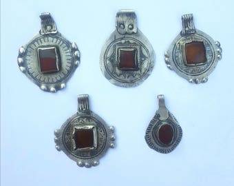 """Morocco - Set of 5 old silver pendants and glass beads tribe of """"Ida or Nadif"""" for Necklace Moroccan Middle Atlas"""