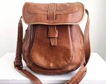 Tan Leather Messenger Envelope Crossbody Bag 1970's