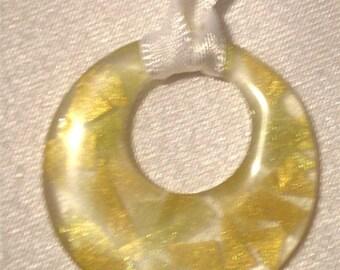 Pendants with colour splinters
