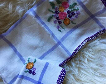 Vintage Linen Embroidered Tablecloth with 3 Napkins