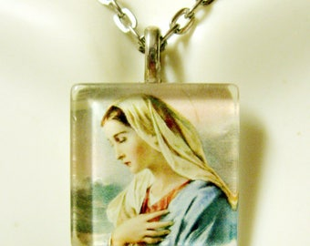 Virgin Mary pendant with chain  - GP02-063