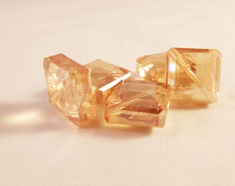 HEV07 - Set of 2 square glass Crystal beads transparent Topaz color reflection