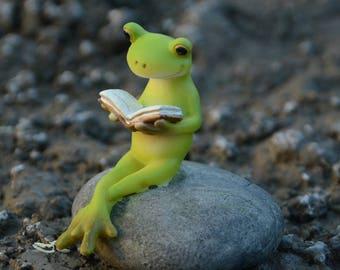 5.5*5.5*4.5cm Realistic Fairy Garden Resin Reading Frog