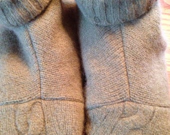 Medium olive green with  Cable knit toes, recycled sweater slippers,Small, fits sizes 6.5-7.5, fleece lined, recyc leather sole
