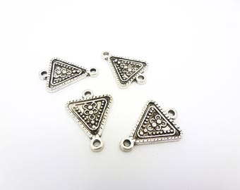 4 connectors antiqued silver ethnic triangle 15 * 21 mm (PHCA01)
