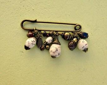 Broche foulard laiton rustique avec du papier et perles en laiton : Leslie