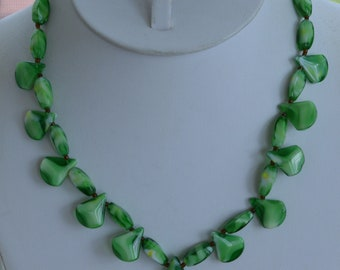 """Colorful Green Glass Beaded Necklace, Vintage, 17-1/2"""" (AH9)"""