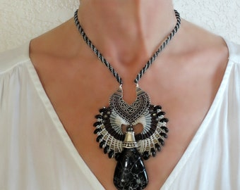 Black boho micro-macrame necklace, black gemstone, white, gray, dressy, feminine