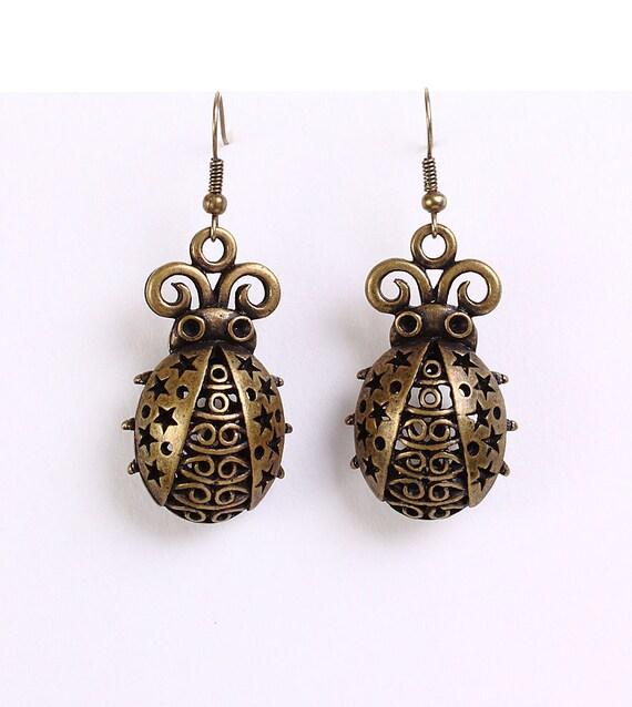 Antique brass ladybird dangle earrings (622)