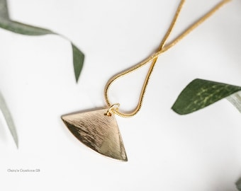 Sylvia shiny serpentine 14 ct gold filled chain with gold-tone triangular pendant