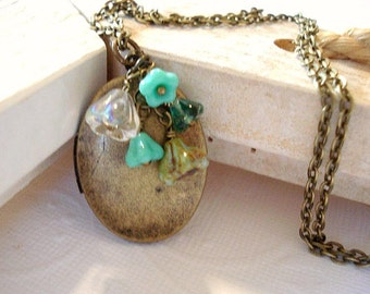 Turquoise Flowers Locket Necklace Brass Oval Locket Necklace with  Jewelry Turquoise Bell Czech Flowers
