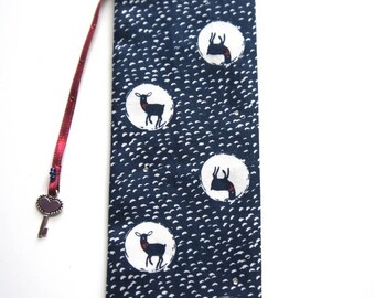 Fabric bookmark: 'blue DOE'