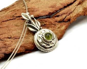 Sterling silver small peridot pendant leaf, rustic peridot necklace ,nature inspired pendant  botanical green  jewelry, gift for her