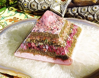 Orgonite® Orgone Pyramid (Large) - Attract Love - FREE WORLDWIDE SHIPPING!