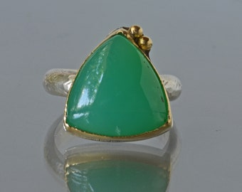 Chrysoprase Ring in 18k Gold and Sterling Silver, Apple Green Cabochon Ring, Bright Green Cocktail Ring, Mixed Metal Cabochon Ring, Size 7.5