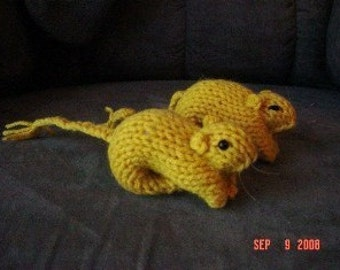 Knitted Gerbil 13 - Yellow Fox
