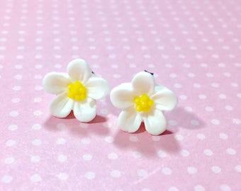 White Daisy Studs, White Flower Earrings, Flower Girl Earrings, Sensitive Ear Studs, KreatedByKelly (SE3)