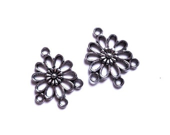 """2 / 4 connecteurs chandeliers argenté vieilli 22x18mm FLEUR stylisée 4 anneaux - 2 / 4 dark silver tone flower connector 4 hoops 0.87x0.71"""""""