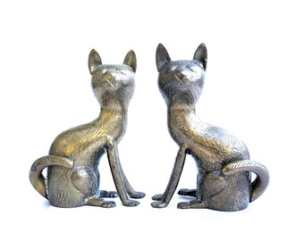 Vintage pair of Cat figurines ~Hollywood Regency Era felines ~ Kitty Figurines~ Sassy cats