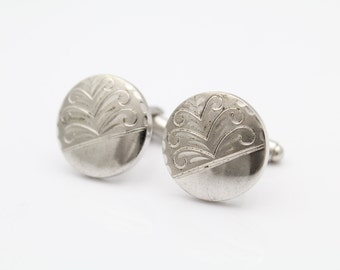 Vintage Round Cufflinks in Thick Sterling Silver with Scroll Pattern. [9354]